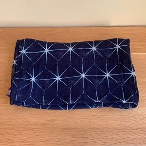NWOT Levi's navy and white infinity scarf